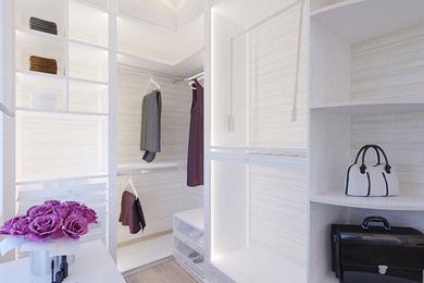 Спальня и гардероб в коттедже.