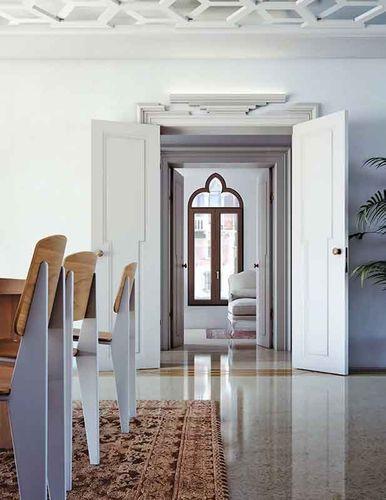 Варианты дверей из натурального дерева
