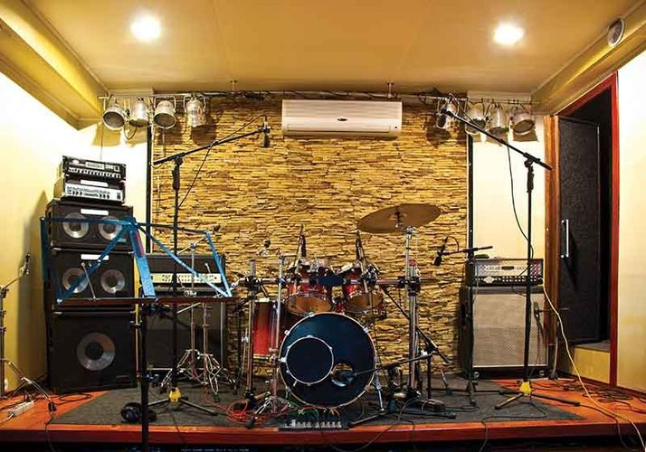 Домашняя музыкальная студия и игровая площадка