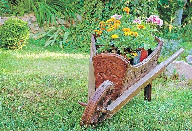 Тележка в саду своими руками фото
