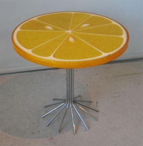 столик в виде лимонного пластика