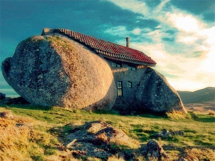Дом внутри камня