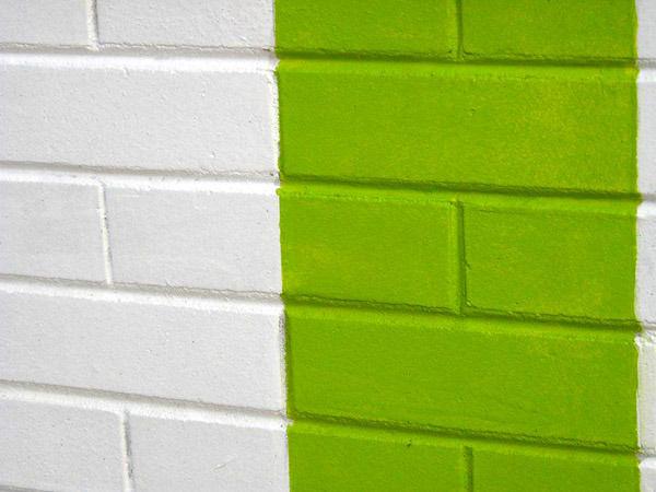 Покраска кирпичных стен: материалы, технологии, особенности
