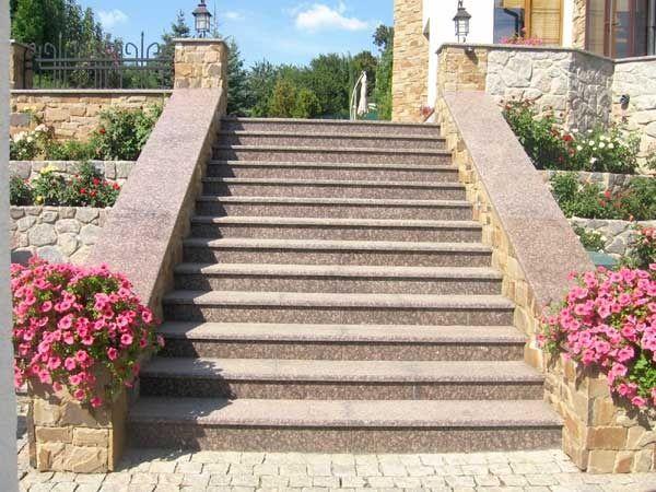 Виды и особенности наружных лестниц для дома