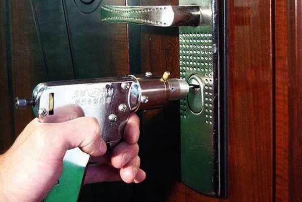 Что делать, если невозможно открыть входную дверь?