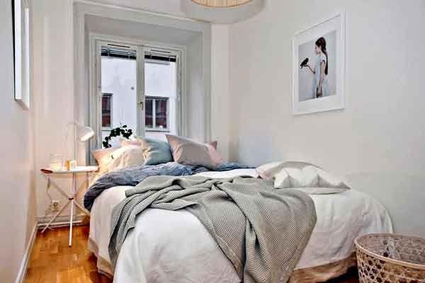 маленькая спальня белого цвета