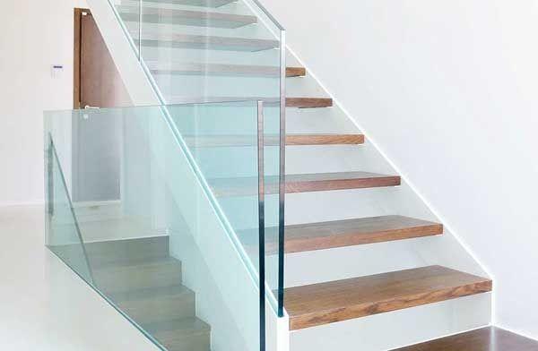Стеклянные ограждения для лестниц: 4 лучших дизайна