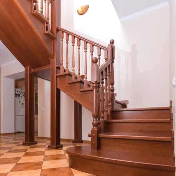 Варианты выполнения отделки металлической лестницы
