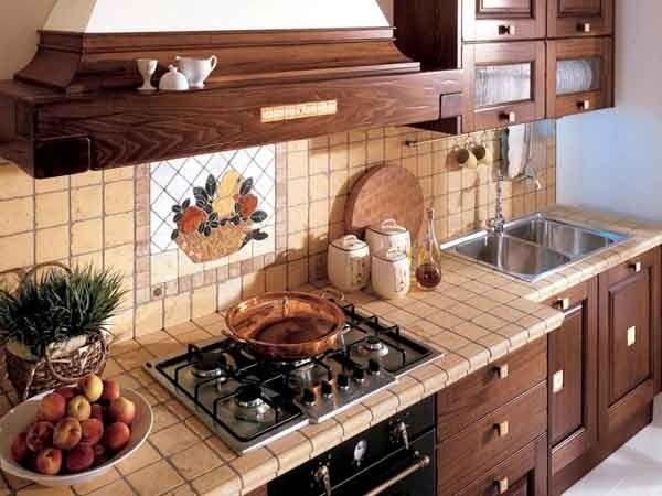 Чем лучше декорировать кухонный фартук: варианты оформления