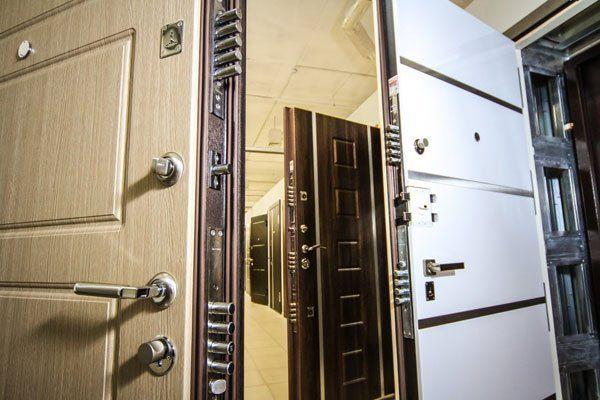 Выбираем входные металлические двери для загородного дома