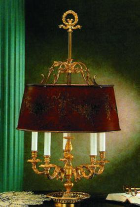 Лампа: на столе и на полу