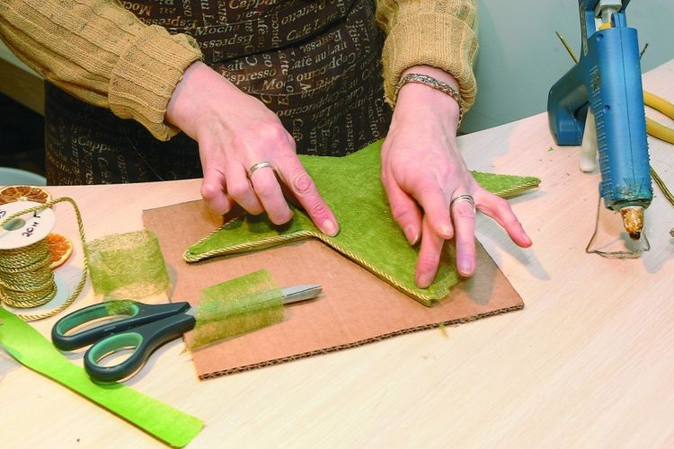 Декоративная елка из бумаги своими руками