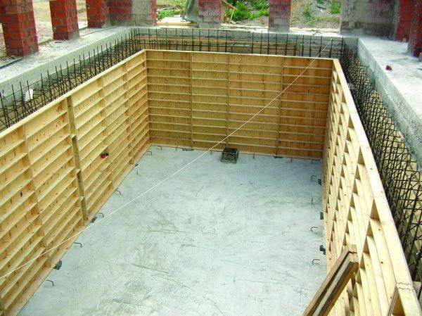 Как построить бассейн в собственном доме?