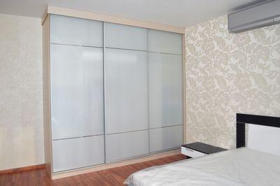Двери с матовым стеклом для шкафов-купе - образцы, фото, при.