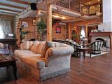 Интерьер деревянного дома в стиле эклектика