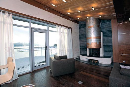 Облик гостиной построен на использовании американского брашированного дуба разных оттенков. От  пола из тёмного следует переход к шоколадному шпону на стенах, и ещё более светлые панели из этой древес