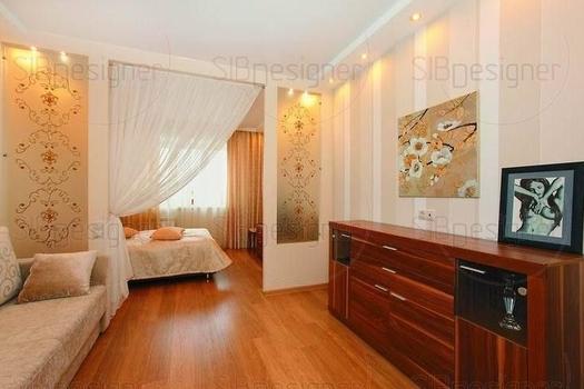 Эта комната получилась самой светлой и лёгкой по настроению. Дизайнер зонировала её при помощи перегородок со вставками из матового стекла и воздушной занавеской.