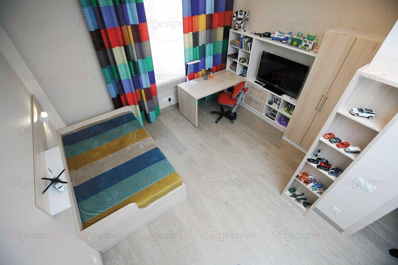 Детская комната имеет г-образную форму, это позволило удобно распределить функциональные зоны.
