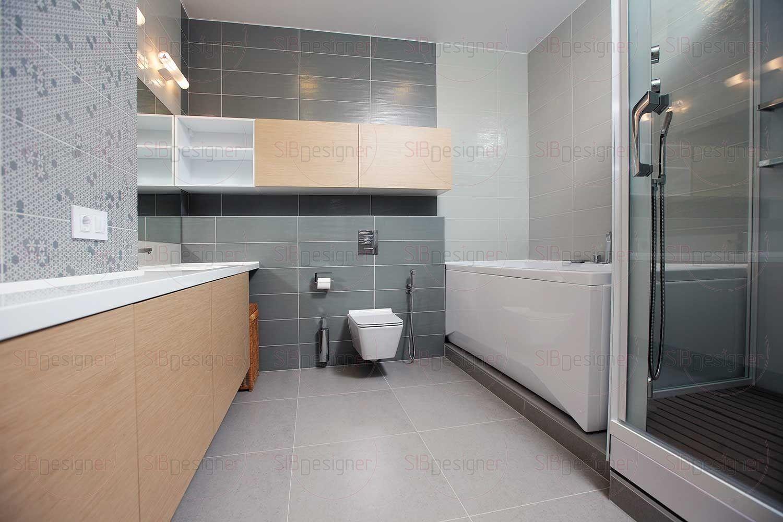 Ванная комната оформлена в комбинации керамической плитки разных оттенков, каждая зона выделена своим цветом.