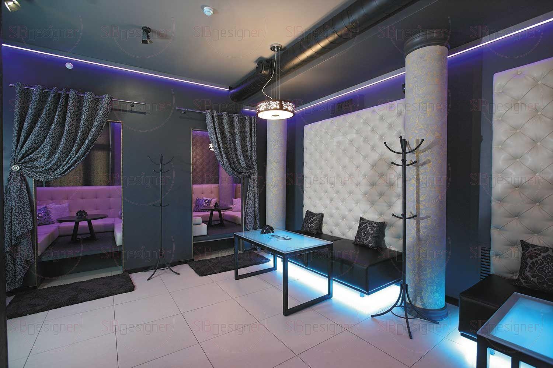 На первом этаже установлена пузырьковая панель – она не только служит перегородкой между залами - это настоящее украшение зоны.