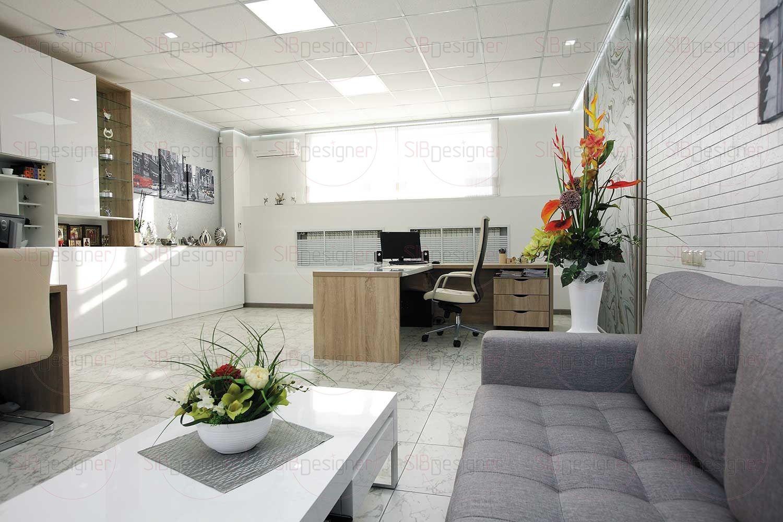 Мебель в кабинете руководителя выполнена по личным чертежам дизайнера.