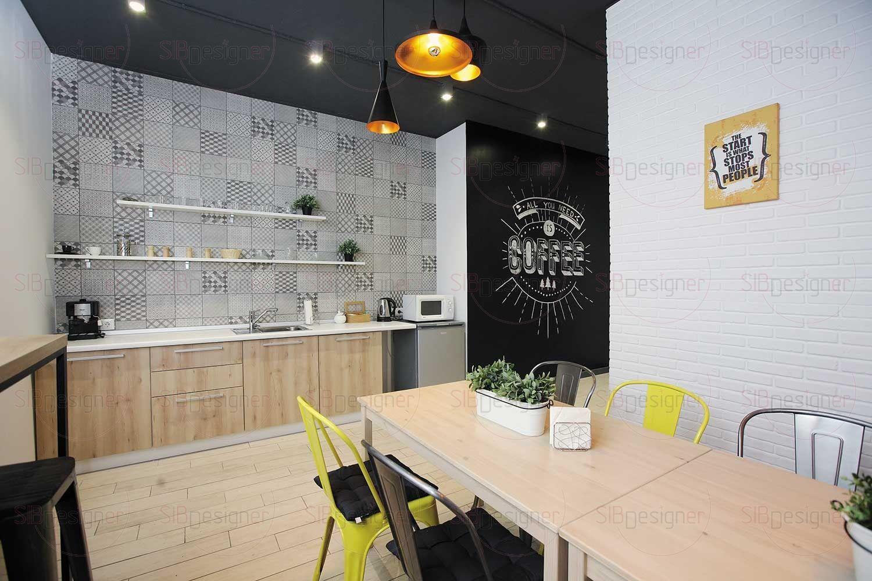 Границы кухонного пространства, где сотрудники могут пообедать или отдохнуть, выпив чашечку кофе, раздвинуты за счет обоев с изображением перспективы.