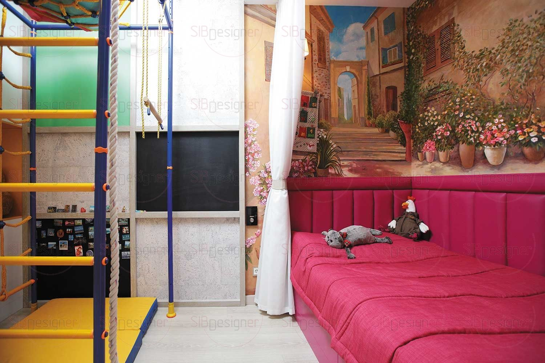 Самой яркой и насыщенной цветом комнатой стала детская.