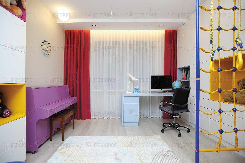 На потолке в детской – эксклюзивные светильники в виде воздушных шариков. Чтобы включить свет, нужно потянуть за ниточку.