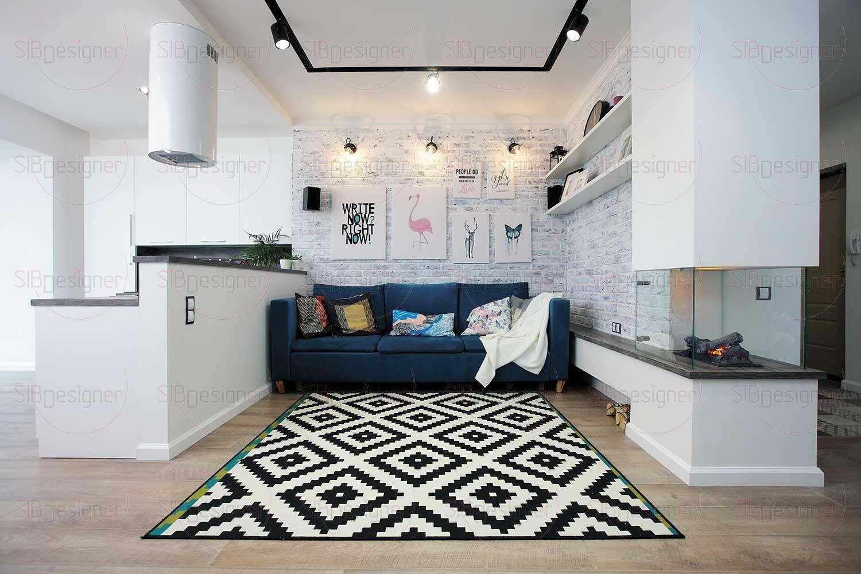 Диван играет акцентную роль за счет глубокого синего оттенка. В сочетании с забавными постерами и яркими декоративными подушками он создает позитивное настроение.
