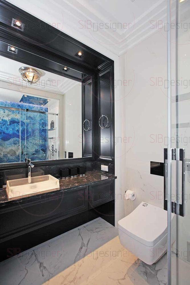 Ванная комната выдержана в общем особенном эклектичном стиле. Здесь использован контраст белого и темного сложного цвета, в котором угадываются коричнево-фиолетовые оттенки. 