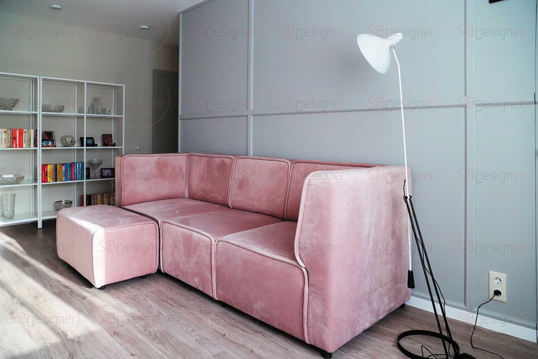 Фоном для интерьера гостиной стали стены в сером оттенке.
