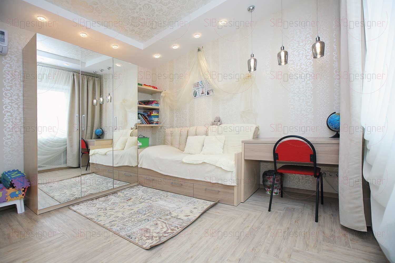 Спальня младшей девочки выполнена также без детских излишеств, что практично и позволит жить в детской без серьезной реконструкции до подросткового возраста.