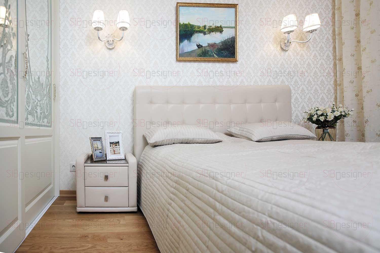 Спальня является, пожалуй, самым нейтральным, спокойным помещением квартиры – обои, мебель и двери большого встроенного шкафа – все решено в одной цветовой гамме.