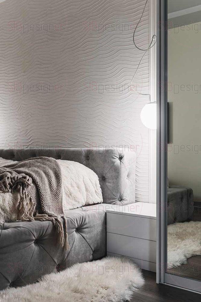 Спальная комната супругов выполнена в достаточно минималистической манере.