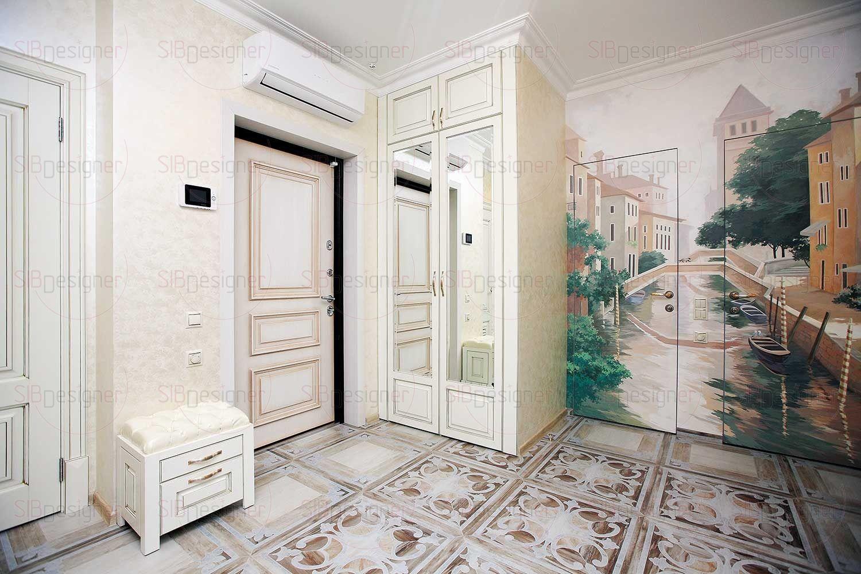 В прихожей и холле в результате перепланировки образовалось слишком много дверей. Исправить эту ситуацию Наталье удалось с помощью дизайнерских приемов.