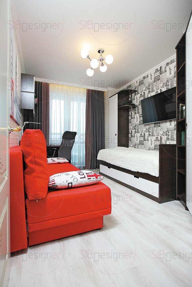 Другая спальня транслирует мотивы Лондона. Яркий красный диван на фоне обоев с белым кирпичом дополнен постерами соответствующей тематики.