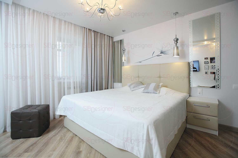 Спальня хозяев поначалу кажется просто белой, но это не так.