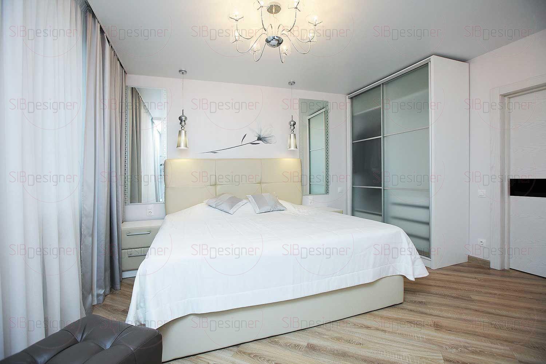 Стены спальной комнаты покрыты жемчужным перламутром.