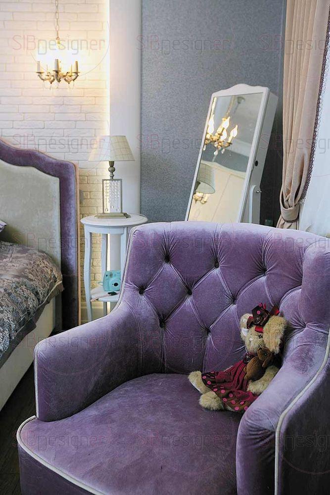 В комнате старшей дочери – волна лилового цвета.