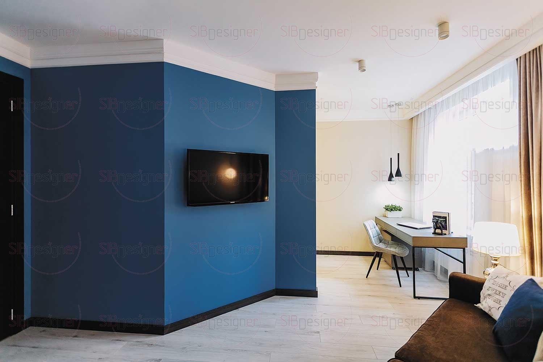 Образ «мужской» половины комнаты имеет более насыщенную цветовую палитру. Большой объем здесь занял сложный оттенок голубого. В него окрашена стена и фасады встроенного шкафа.