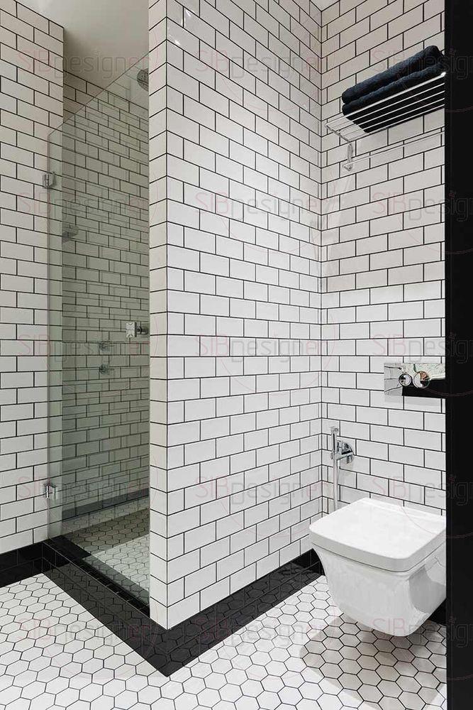 В мужском санузле легко угадываются черты лофта благодаря кирпичной кладки и ее имитации. Здесь, в отличии от женской ванной, есть душевая кабина, что более отвечает современному стилю.