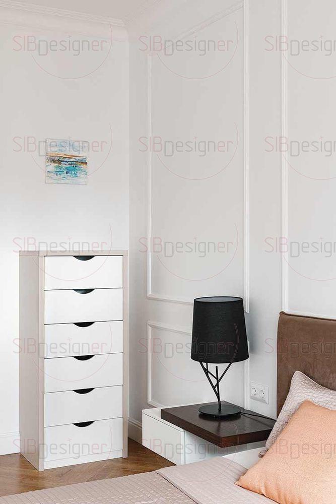 В спальне родителей кровать, прикроватные тумбы и остальная мебель выполнены в рамках минимализма.