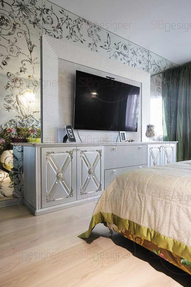 Пол в спальнях оформили паркетной доской светлого оттенка. За счет чего в комнатах царит легкая атмосфера и уют.