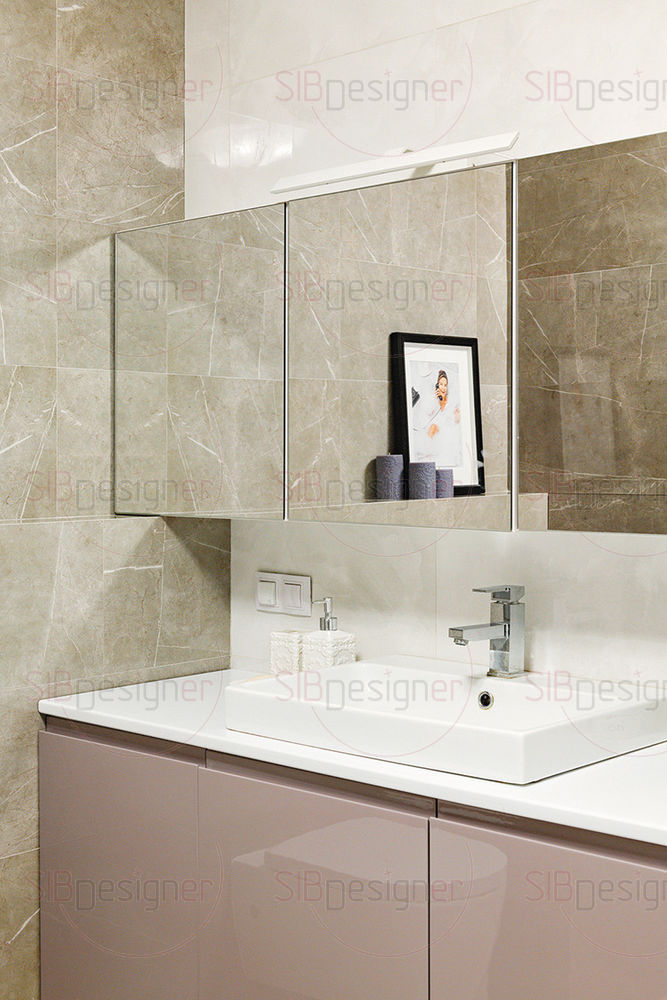 Дизайн ванной комнаты более лаконичный и современный по сравнению с остальными пространствами квартиры.