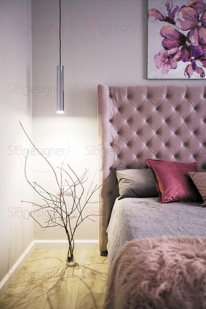 Изголовье кровати создает объем цвета и «теплой» фактуры. Бархатная обивка дополнена декоративной стежкой «капитоне».