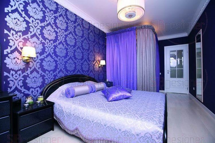 Камерная спальня с темной мебелью