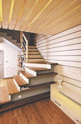 лестница с встроенными книжными полками
