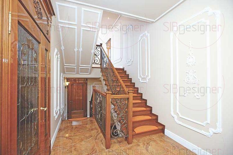 лестница в прихожей классика