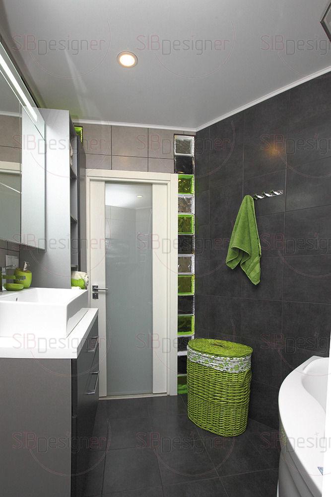 Ванная комната оформлена в прохладных серых оттенках