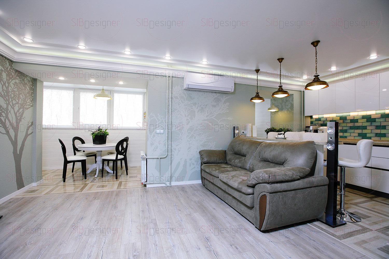 Граница между кухней и гостиной обозначена мебелью